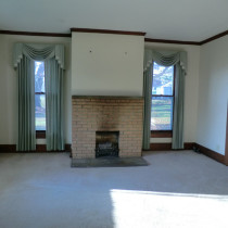 5220 Washington living room